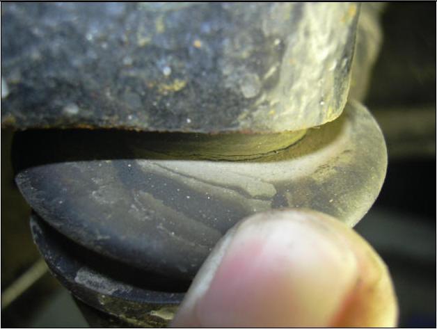 Трещины пыльников рулевых тяг Hyundai i10